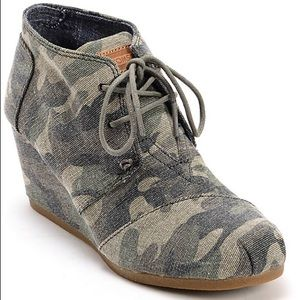 TOMS | Women's Closed Toe a Wedge Booties